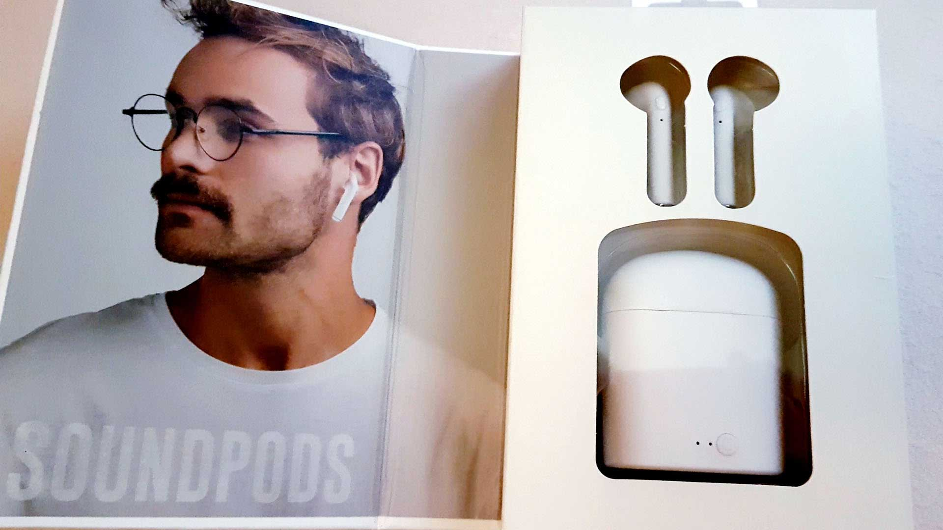CYLO True Wireless SOUNDPODS With Charging Case.